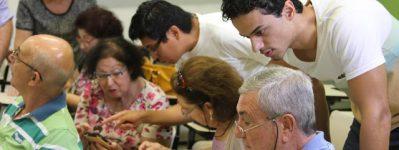 ICMC busca voluntários para atuar em projeto de letramento digital de idosos