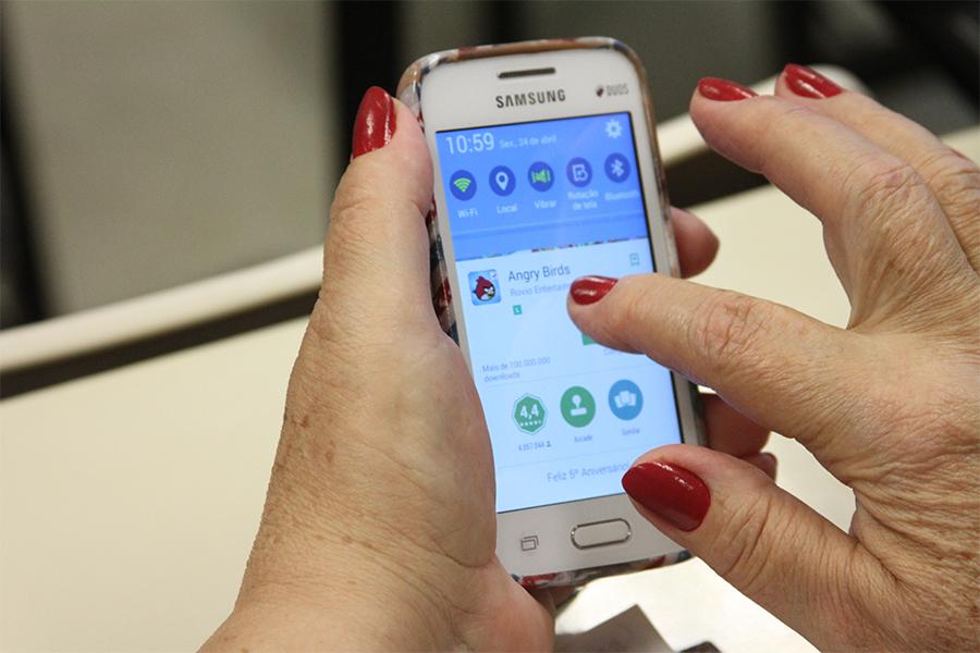 Independência e superação: idosos aprimoram habilidades para uso de celular em curso online da USP